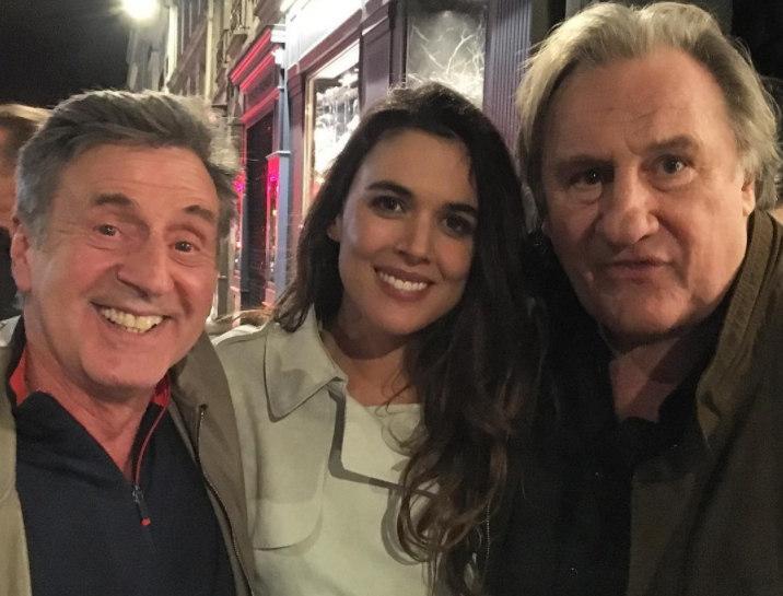 Adriana Ugarte con Gerard Depardieu y Daniel Auteil