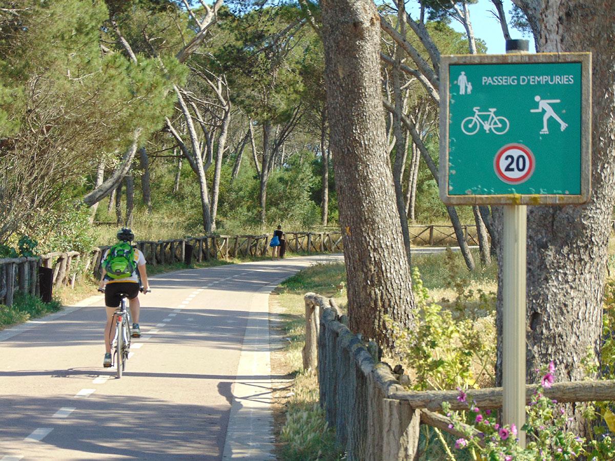 Camino de Ronda (Costa Brava): trayecto en bici por L'Escala. Foto: Anna Otero