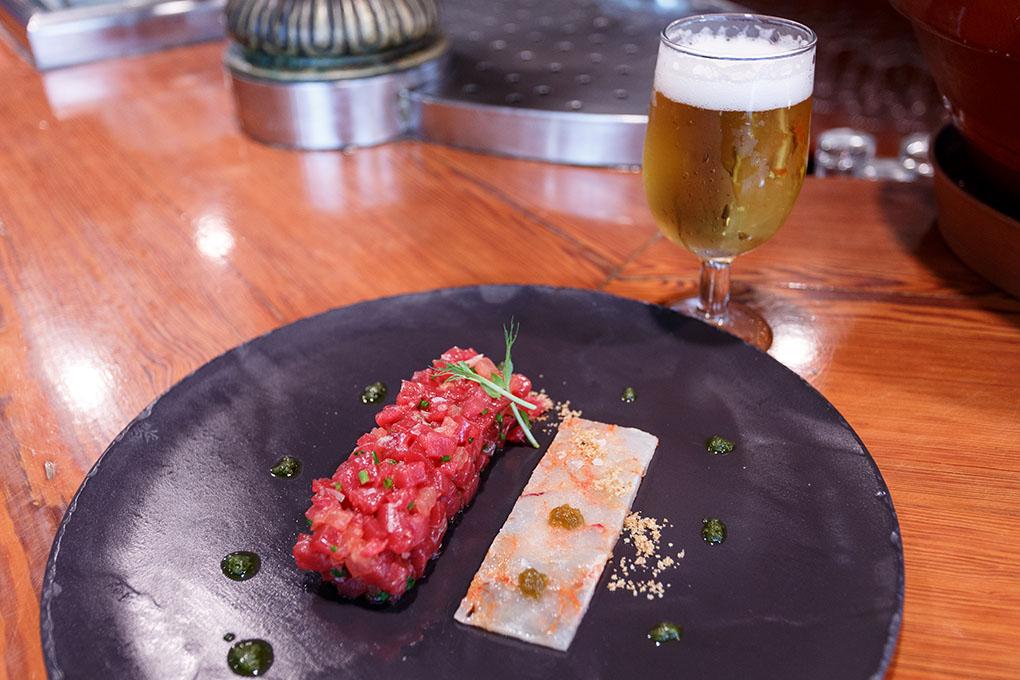 Tapear en Alicante: El tartar de atún rojo con carpaccio de gamba roja. Foto: Pepe Olivares