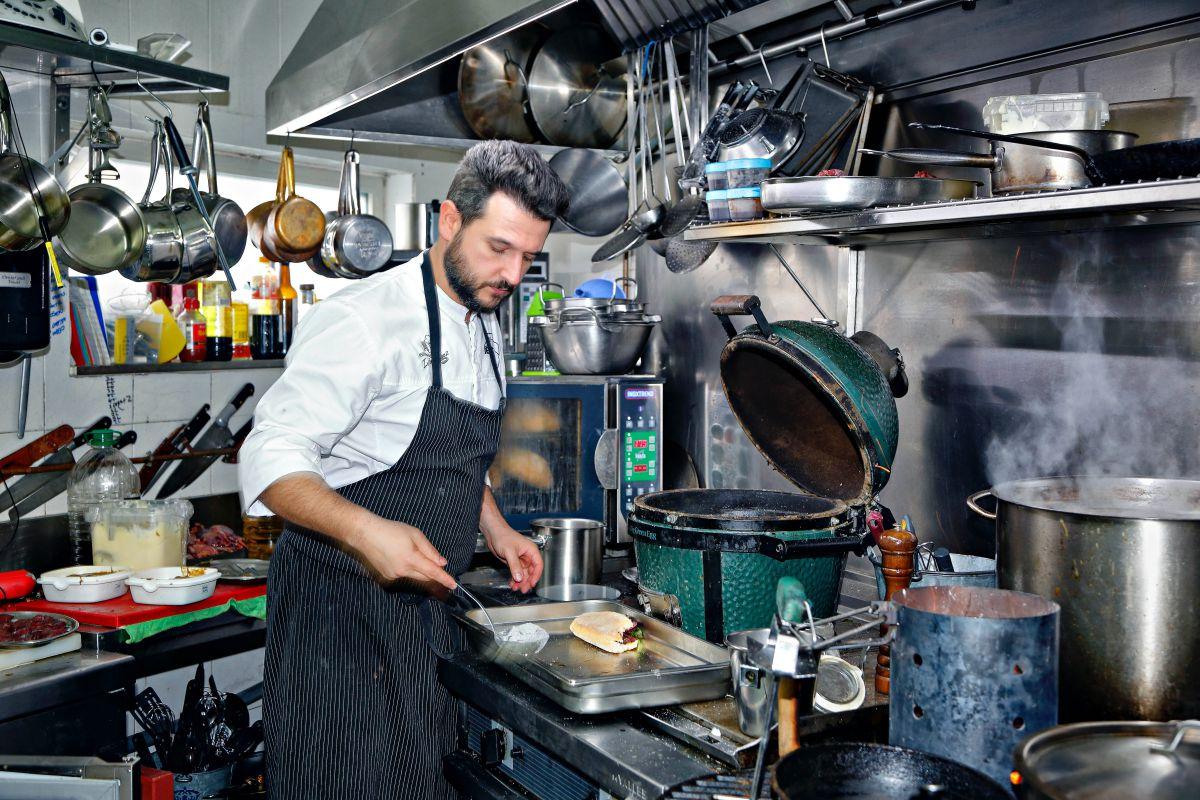 El chef en la cocina. Foto: Roberto Ranero