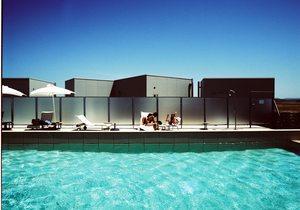 Piscina del hotel Aire de Bardenas