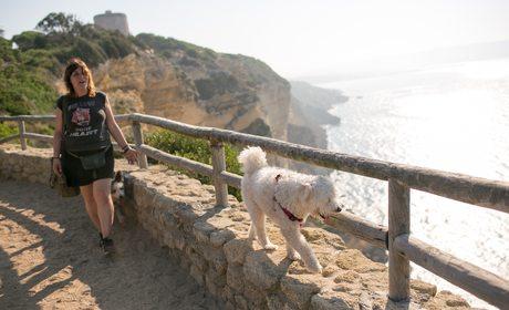 Ruta con perros por los acantilados de Barbate (Cádiz) | Guía Repsol