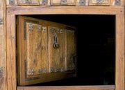 Puerta típica de madera. Pedraza