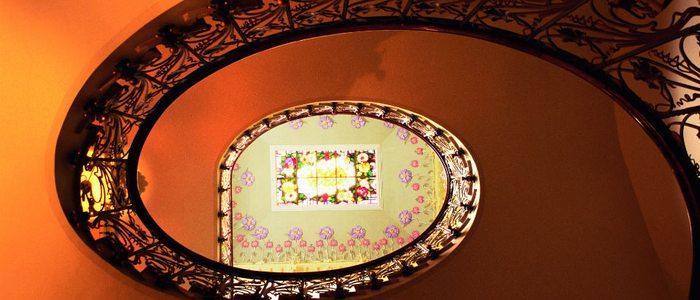 Escalera del Museo Modernista en Novelda