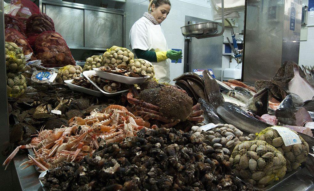 Mercado de Abastos (A Coruña). Bodegón de mariscos. Foto: Clara Vilar