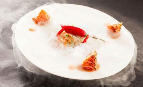 Salmón y chile cocinados con nitrógeno líquido