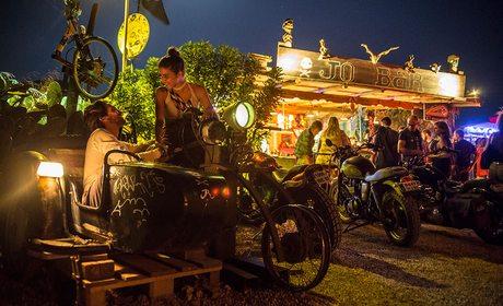 Bar de Jo Bell en los Escullos, Cabo de Gata (Almería) | Guía Repsol