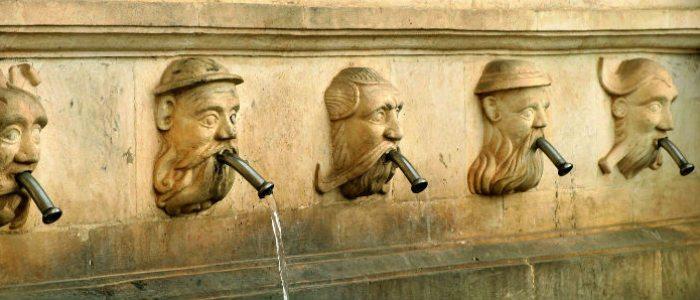 Caños de la fuente renacentista de Fonz