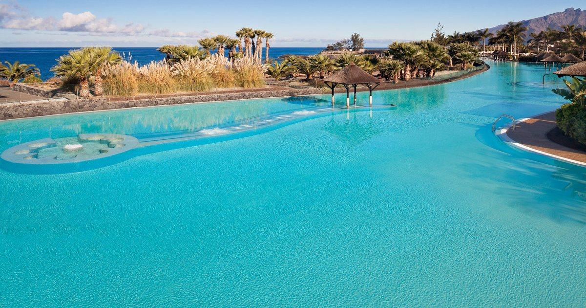 Elige el hotel por su piscina gu a repsol - Piscinas 7 islas ...