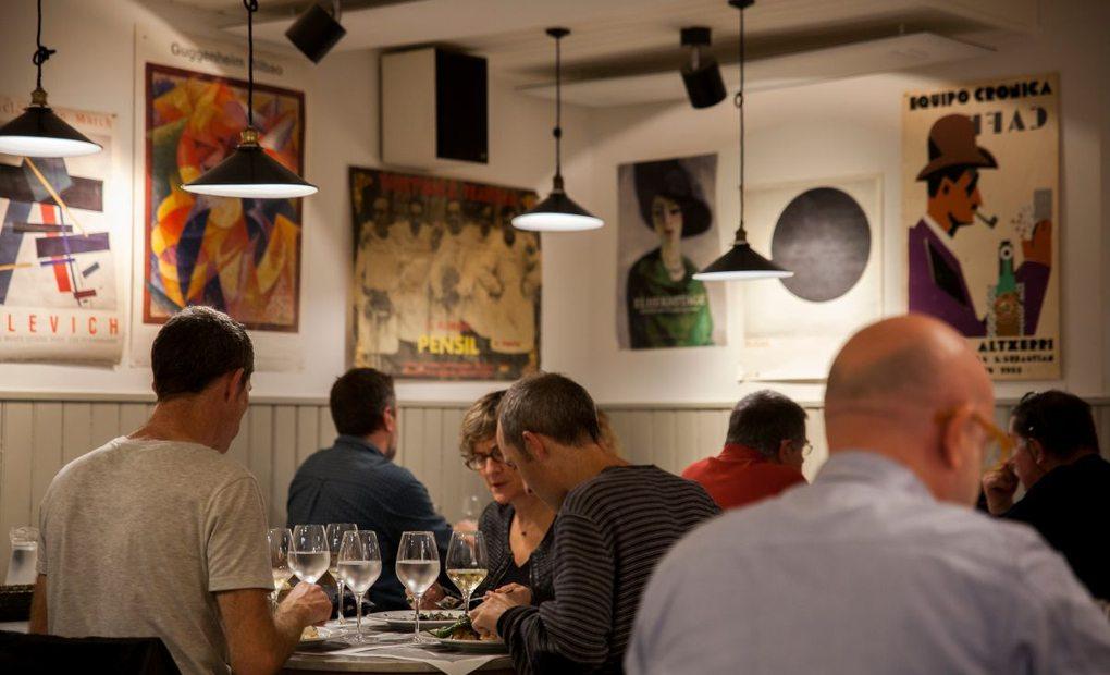 Ambiente en el interior del restaurante Morgan, en San Sebastián. Foto: Gabi
