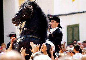 Caballo y jinete en las fiestas de Ciutadella