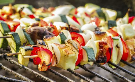 It's so easy to make veggie skewers