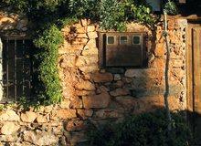 Fachada de piedra en Patones de Arriba