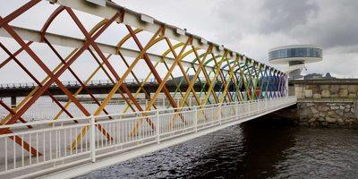 Puente hacia el Centro Niemeyer, Avilés