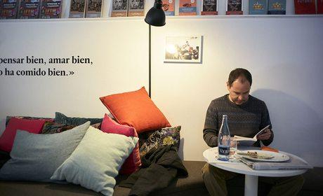 Sala de lectura y comedor, Malpaso, Barcelona. Foto: Xavier Torres Bacchetta