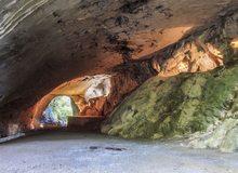 Vista del interior de la cueva llamada de los Aquelarres o cueva de las brujas.