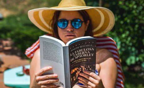 Libros, piscina. Fotos: David de Luis