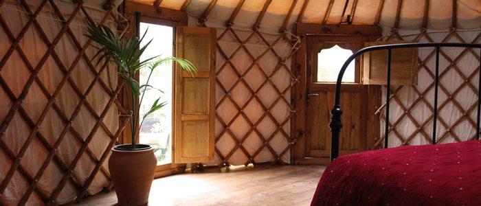 Interior de uno de los yurtas. Cloud House