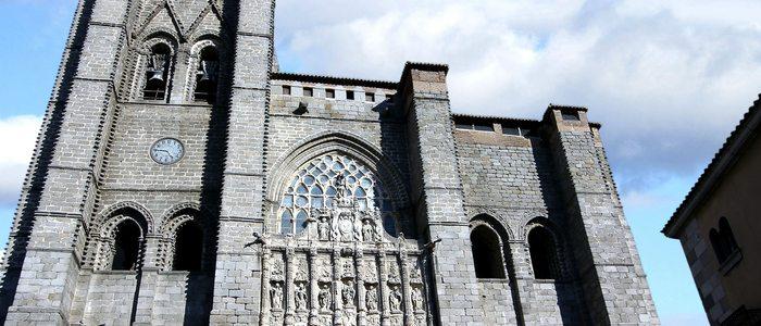 Fachada de la catedral de Ávila
