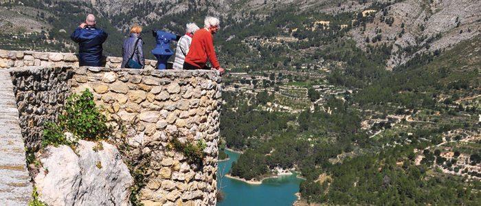 Vista de las montañas y el embalse de El Castell de Guadalest