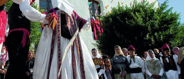 Bailes típicos en Santa Gertrudis