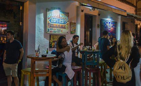 Tarifa: Ambiente en la terraza del local 'El Taco'. Foto: Stefan Schmidt