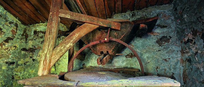 Interior de un molino de agua tradicional