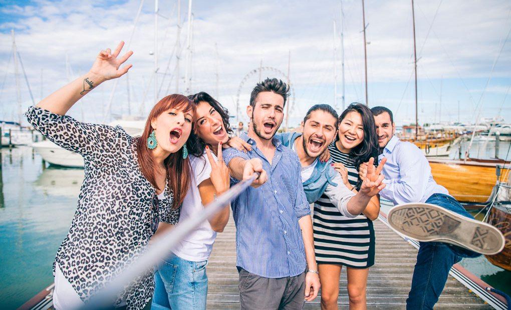 Selfie entre amigos. Foto: shutterstock
