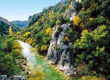 Foz de Ugarrón en el cauce del río Areta