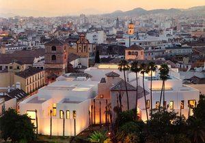 Vista del Museo Picasso Málaga con la ciudad. Foto: David Heald