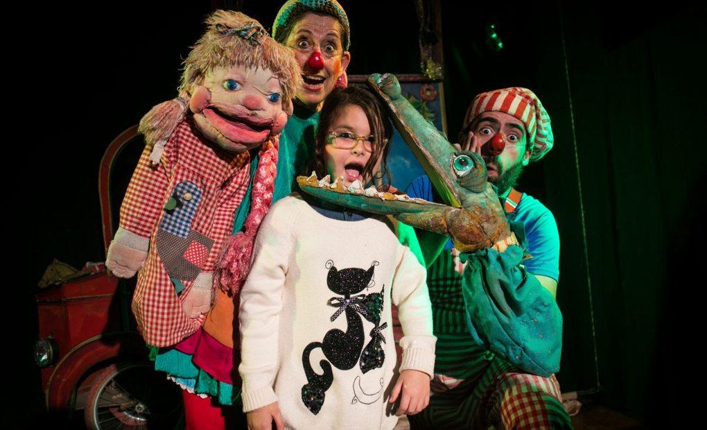 Teatro La Estrella de marionetas, Valencia. Marionetas y payasos con los niños en el teatro. Foto: Eva Máñez