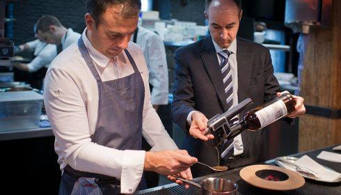 El cocinero David García y el experto en Jerez, Juan Manuel del Rey, del restaurante de El Corral de la Morería (Madrid). Foto: Sofía Moro