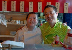 Jun Mei y Yunging Yin en el restaurante. Foto: Olivia Segarra