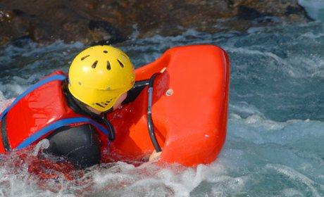 En los Pirineos encontramos numerosos ríos bravos donde practicar hidrospeed o raftingA diferencia del rafting, el hidrospeed es un descenso individual