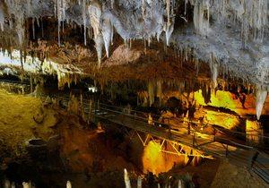 Imagen del puente Fantasma del interior de la cueva del Soplao