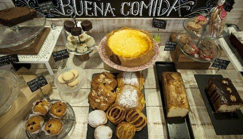 Productos de la mesa de repostería de La Guinda Deli&Coffee. Foto: Garikoitz Díaz.