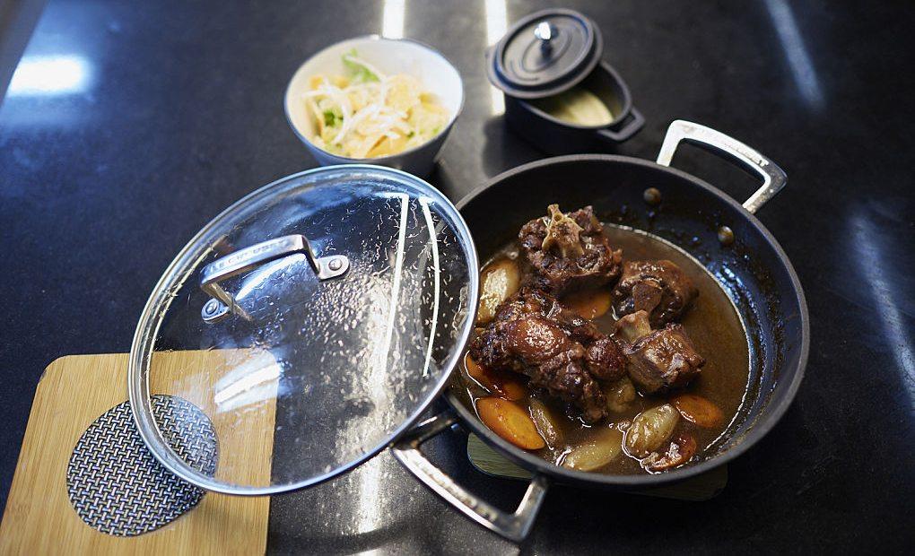 Rabo de toro, uno de los platos estrella del restaurante barcelonés Casa Leopoldo.