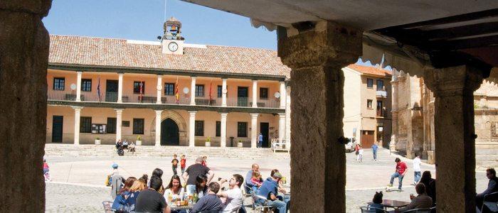 Plaza Mayor de Torrelaguna desde los sosportales