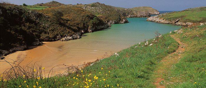 Playa Poo, Llanes. / Cedida por: Turismo de Llanes.