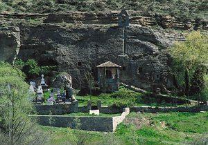 Exterior de la ermita rupestre de los Santos Justo y Pastor /Imagen de Turismo de Castilla y León