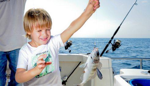 Pesca con niños en Puerto Banús (Marbella)   Guía Repsol