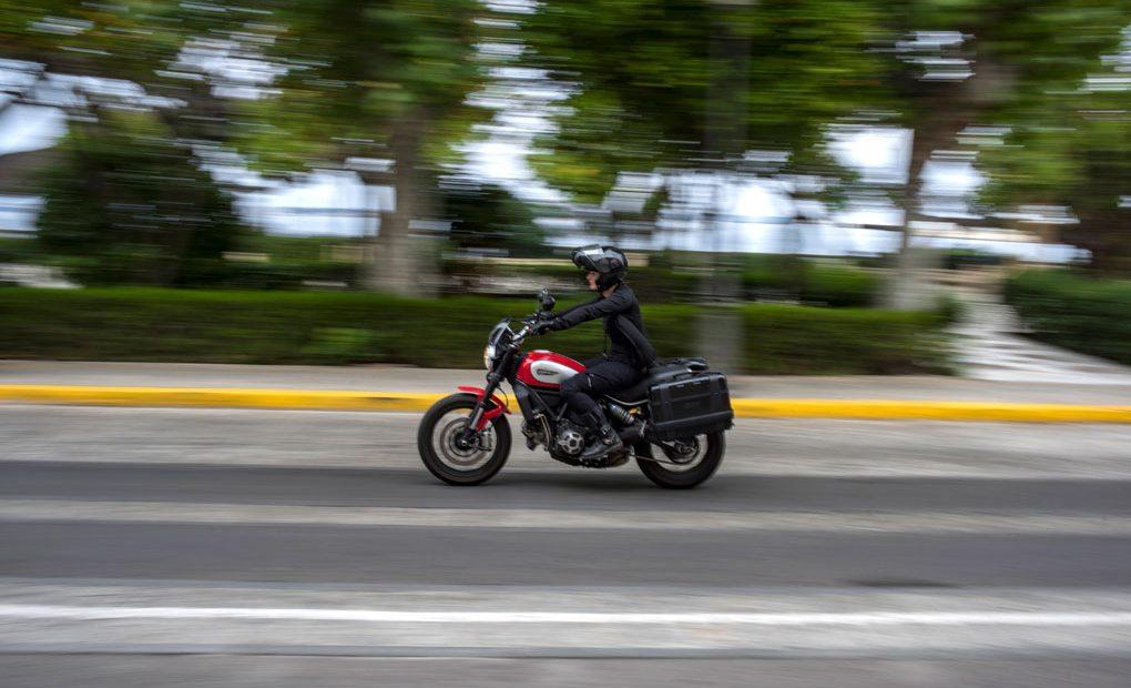 Moto en la carretera. Foto: Marcos Moreno