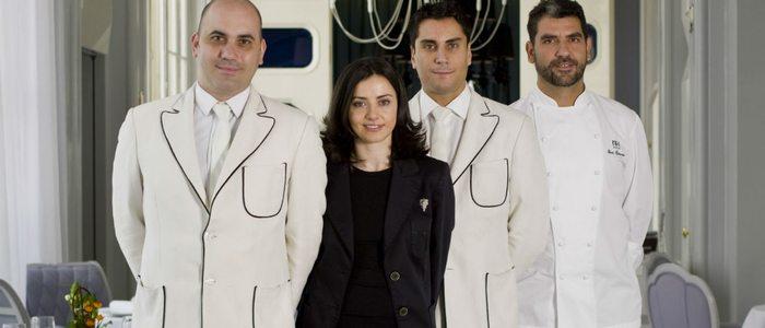 Maria José Huertas con Paco Roncero y el resto del equipo de La Terraza del Casino