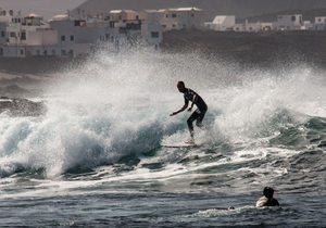 Surf en Lanzarote: lugares más importantes (Islas Canarias) | Guía Repsol