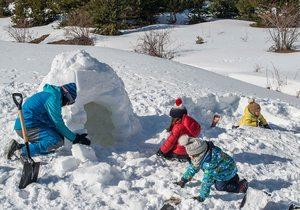 Construir un iglú en el Valle de Tena (Huesca) | Guía Repsol