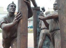 Monumento a los mineros del puente de San Agustín